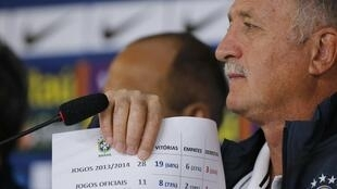 O treinador Luiz Felipe Scolari durante a entrevista na Granja Comary.
