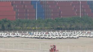 Bãi kho container hàng hóa Trung Quốc tại cảng Thiên Tân. Ảnh minh họa.
