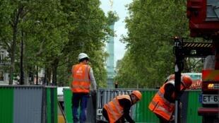 Les travaux parisiens sont facilement reconnaissables avec leur désormais célèbre barrière grise et verte.