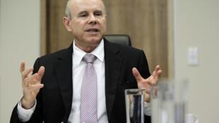Ministro da Fazenda, Guido Mantega, acha que a taxa de juros é o melhor mecanismo para controlar a inflação.