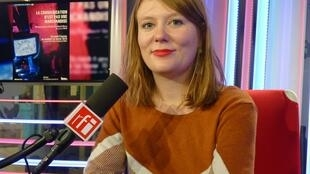Anita Pouchard Serra en los estudios de RFI