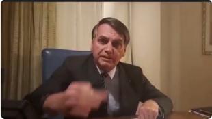 Caputra de vídeo do live do presidente Jair Bolsonaro.