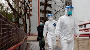 身穿防護服的香港醫務工作人員 2020年2月11日