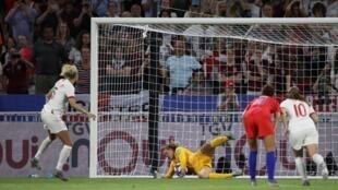 Alyssa Naeher tapa el penalti inglés y sella el paso de Estados Unidos a la final.