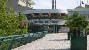 Sede da prefeitura de Villefontaine, no leste da França. Caso de pedofilia abala a cidade.