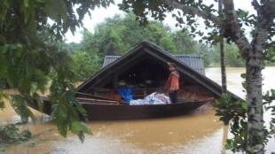 Lũ lụt tiếp tục hoành hành tại miền trung Việt Nam