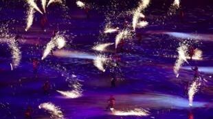 Malgré les lumières de la cérémonie d'ouverture, les JO de Rio et le CIO sont sous le feu des critiques.