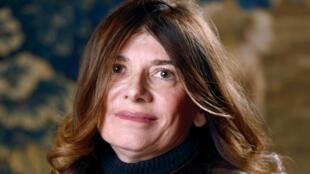 Talking to the men in blue: Le Monde reporter Ariane Chemin.