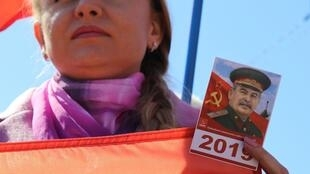 Согласно опросу «Левада-центра», 41% россиян относятся к Сталину свосхищением