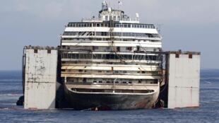 O navio de cruzeiros Costa Concórdia começará a ser removido da Ilha  do Giglio, na Itália.