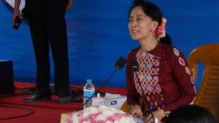 Aung San Suu Kyi bị chỉ trích thiếu lòng trắc ẩn trước thảm cảnh của người Rohingya.