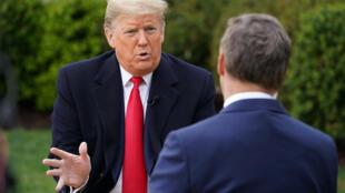 El presidente estadounidense Donald Trump participó en un programa virtual de Fox News donde aceptó preguntas de la gente desde el jardín de las rosas, en la Casa Blanca