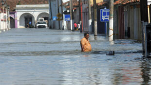 Heavy flooding in Tlacotalpan causes quarter of a million to flee their homes