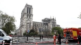 Quang cảnh Nhà Thờ Đức Bà Paris, Pháp, sáng ngày 16/04/2019