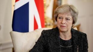 "Segundo o jornal The Guardian apontou nesta terça-feira, 24 de julho de 2018: o ministro do Brexit ""foi rebaixado"" por Theresa May (foto)."