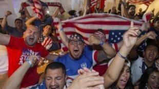 Torcedores amercianos em Los Angeles, California, durante jogo contra o Portugal em 22 de junho de 2014.