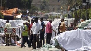 Barricade érigée par les Frères musulmans dans la cité du Caire, le 12 août 2013.