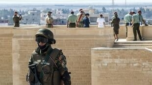 A picture taken on October 21, 2017 shows an Egyptian policeman standing guard in the new city of el-Alamien, west of Alexandria. At least 35 Egyptian police officers have been killed in an ambush by Islamist fighters near the Bahariya oasis in the country