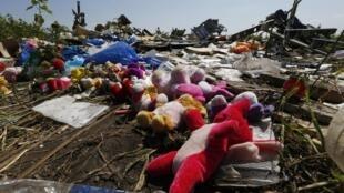 馬航航班失事現場的遇難者遺物2014年7月