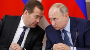 Владимир Путин поручил правительству разработать санкции против Украины