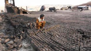 محل تأسیسات نفت و گاز ولایت هرات، بعد از آتشسوزی که در یک ذخیرگاه گاز این محل روی داد. ٣ شهریور/ ٢۵ اوت ٢٠١۵