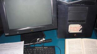 Berners-Lee usou este NeXTcube na CERN para criar o primeiro servidor web do mundo