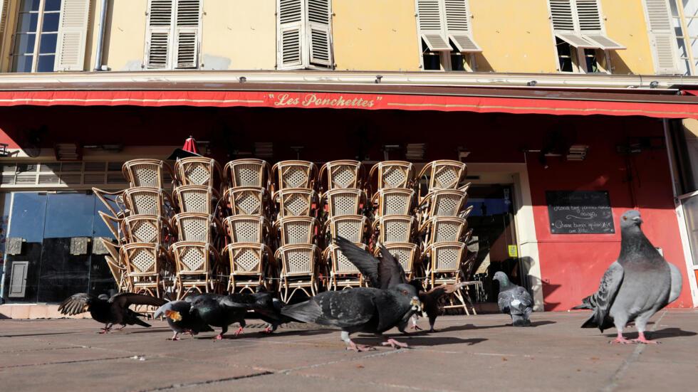 Рестораны и кафе во Франции закрылись в полночь 14 марта
