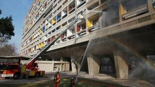 Fogo destrói projeto habitacional de Le Corbusier em Marselha, sul da França.