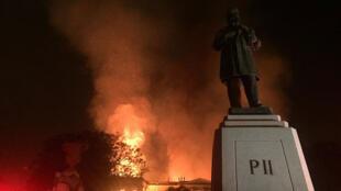 Le musée national de Rio de Janeiro en proie aux flammes, dans la nuit du 2 au 3 septembre 2018.