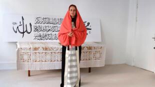 Née d'un père syrien et d'une mère finlandaise, Sherin Khankhan prône un islam ouvert, proche du soufisme.
