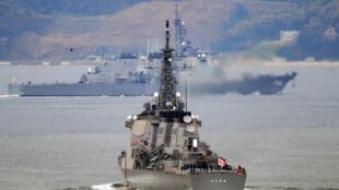 Khu trục hạm Nhật Bản Kongo, trang hệ thống tên lửa Aegis rời căn cứ Sasebo, Nagasaki, ngày 28/03/2009