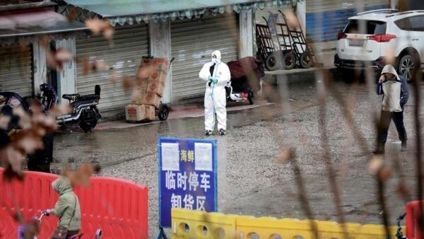Mercado de marisco de Wuhan, onde teriam aparecido os primeiros casos da doença em Dezembro de 2019.