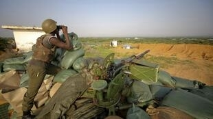 A soldier from Burundi serving with the African Union Mission in Somalia (AMISOM) mans a frontline position