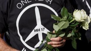 O mundo assinalava nesta sexta-feira o primeiro aniversário da queda do voo MH 17 da Malaysia Airlines