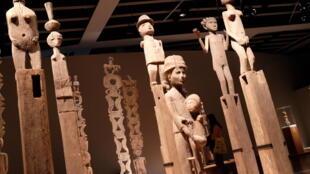 Estátuas malgaxes expostas no museu Quai Branly, em Paris.