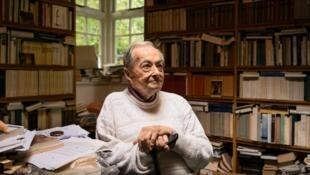 جورج اشتاینر نویسنده، فیلسوف و منتقد ادبی فرانسوی-انگلیسی-آمریکایی، روز دوشنبه ٣ فوریه در سن ٩٠ سالگی در کمبریج درگذشت.