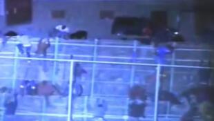 Captura vídeo de centenas de imigrantes que tentaram entrar no enclave espanhol de Mellila
