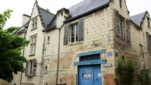 Ensemble immobilier vendu par l'Etat français à Chinon.