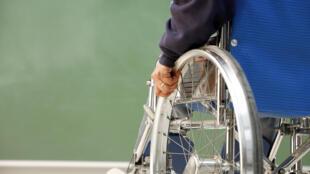 Cerca de 850 mil pessoas se locomovem em cadeiras de roda na França
