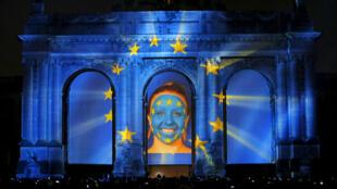 Từ tối 02/10/2015, nhiều hiệu ứng âm thanh và ánh sáng được sử dụng tại Bruxelles để kỷ niệm 25 năm thống nhất nước Đức.