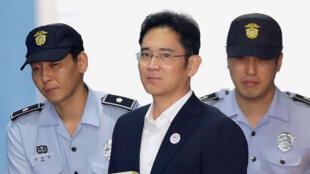 三星集团继承人李在瑢获刑五年 2017年8月25日