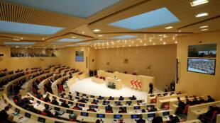 В случае принятия поправок к конституции Грузия станет парламентской республикой (на фото — парламент Грузии)