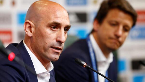 O presidente da Real Federação Espanhola de Futebol (RFEF), Luis Rubiales, anunciou a demissão de Lopetegui durante coletiva de imprensa nesta quarta-feira (13).