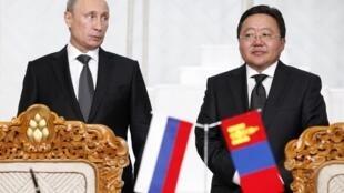 Владимир Путин и президент Монголии Цахия Элбегдорж на встрече в Улан-Баторе 03/09/2014 (архив)