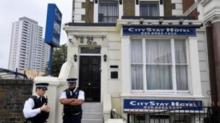 Cảnh sát Anh trước khách sạn City Stay Hotel, được hai điệp viên Nga thuê ở tại Luân Đôn. Ảnh chụp ngày 05/09/2018.