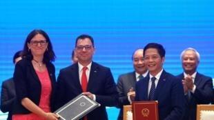歐盟與越南簽署自由貿易協議 2019年6月30日 於河內 L'accord de libre-échange entre l'Union européenne et le Vietnam a signé ce dimanche 30 juin 2019 à Hanoï.