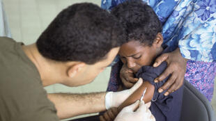 A Somali boy receives a polio vaccination.