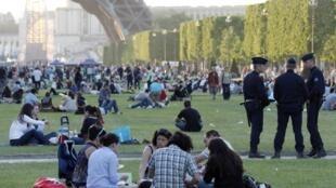 People picnicking along the Champs de Mars, Paris