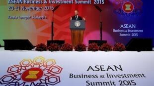 Tổng thống Mỹ Obama với các lãnh đạo ASEAN nhấn mạnh đến sự cần thiết duy trì tự do lưu thông vùng Biển Đông - REUTERS /Jonathan Ernst