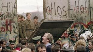1989年德國柏林牆倒塌資料圖片